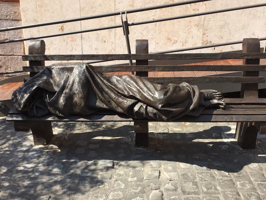 Gott unter und im Gewand des Menschen - Jesus auf der Parkbank vor San't Egidio in Rom - Primizpredigt für Florian Stadlmayr